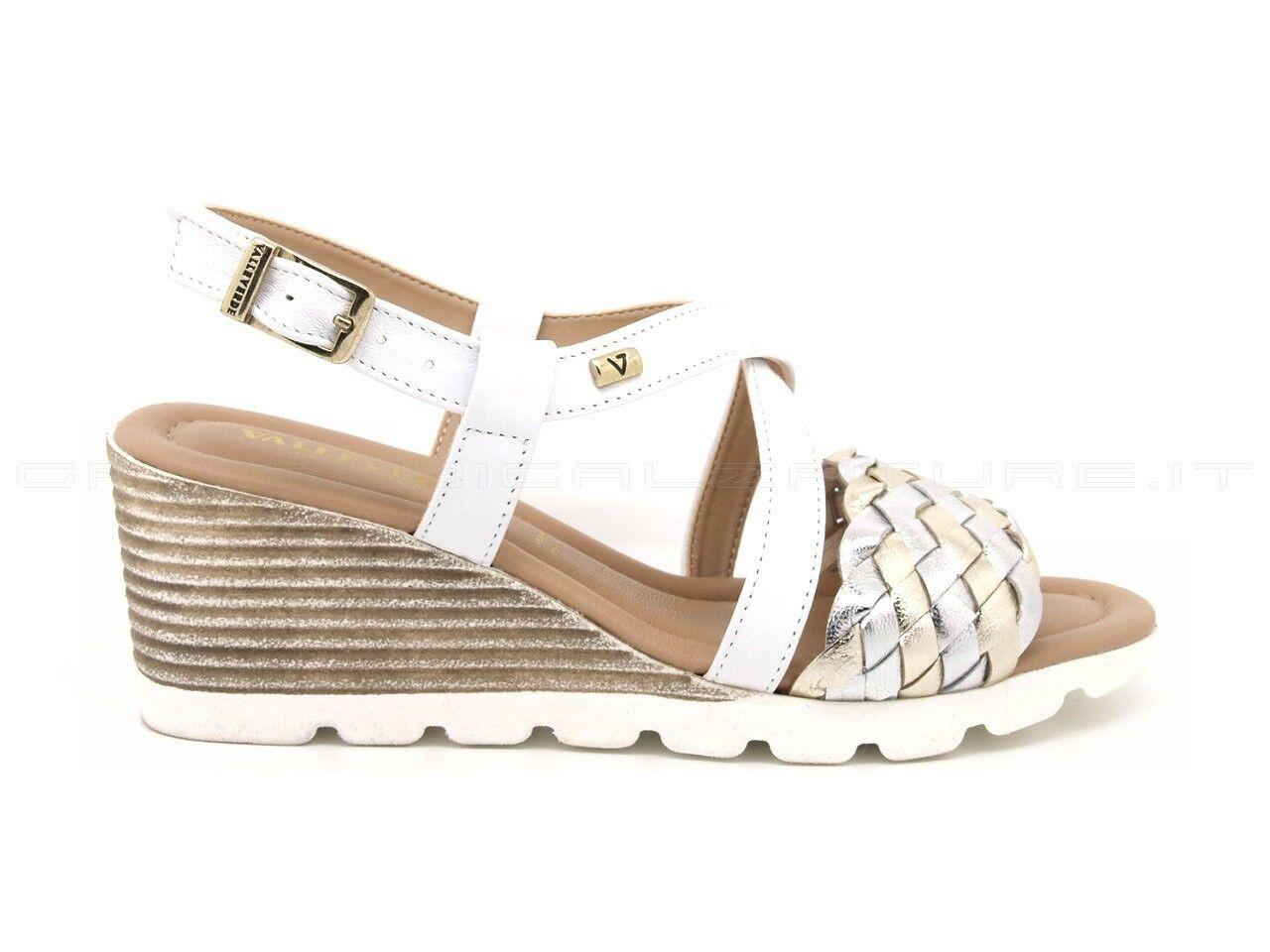 Valleverde sandali con fascia anteriore intrecciata argento/platino, zeppa 6 cm.