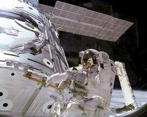 Nasa Astronaute James Newman avec Unity Module 11x14 Argent Halide Affiche zGjqCgMa-09094649-565746125