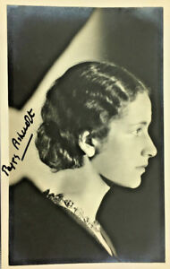 EARLY-PEGGY-ASHCROFT-ACTRESS-SIGNED-REAL-PHOTO-POSTCARD-RPPC-UNPOSTED
