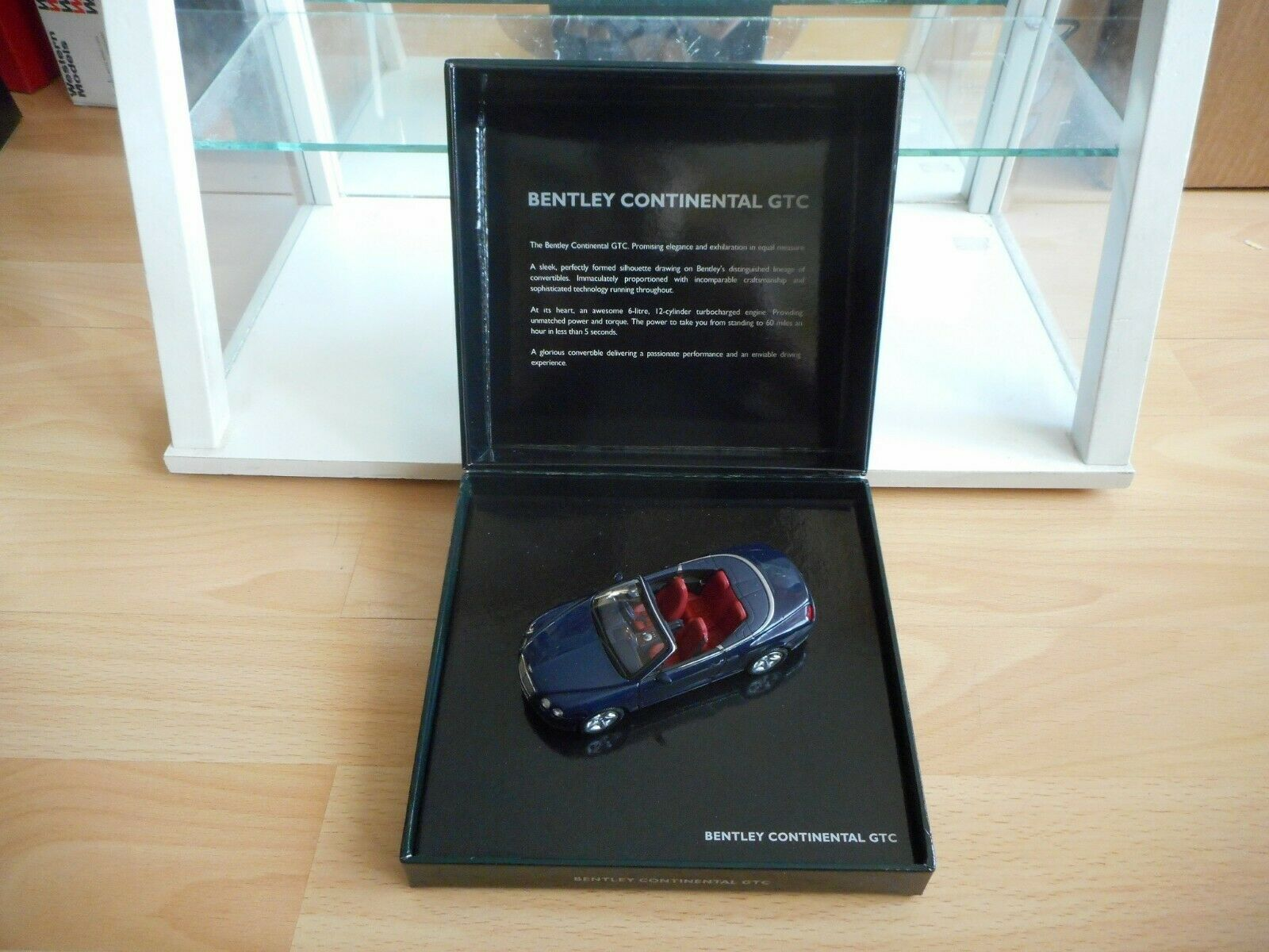 Minichamps Bentley Continental GTC in bluee on 1 43 in Box