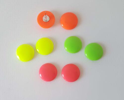 4 opciones de color de neón Botón de color neón brillante 16mm Aretes Estilo