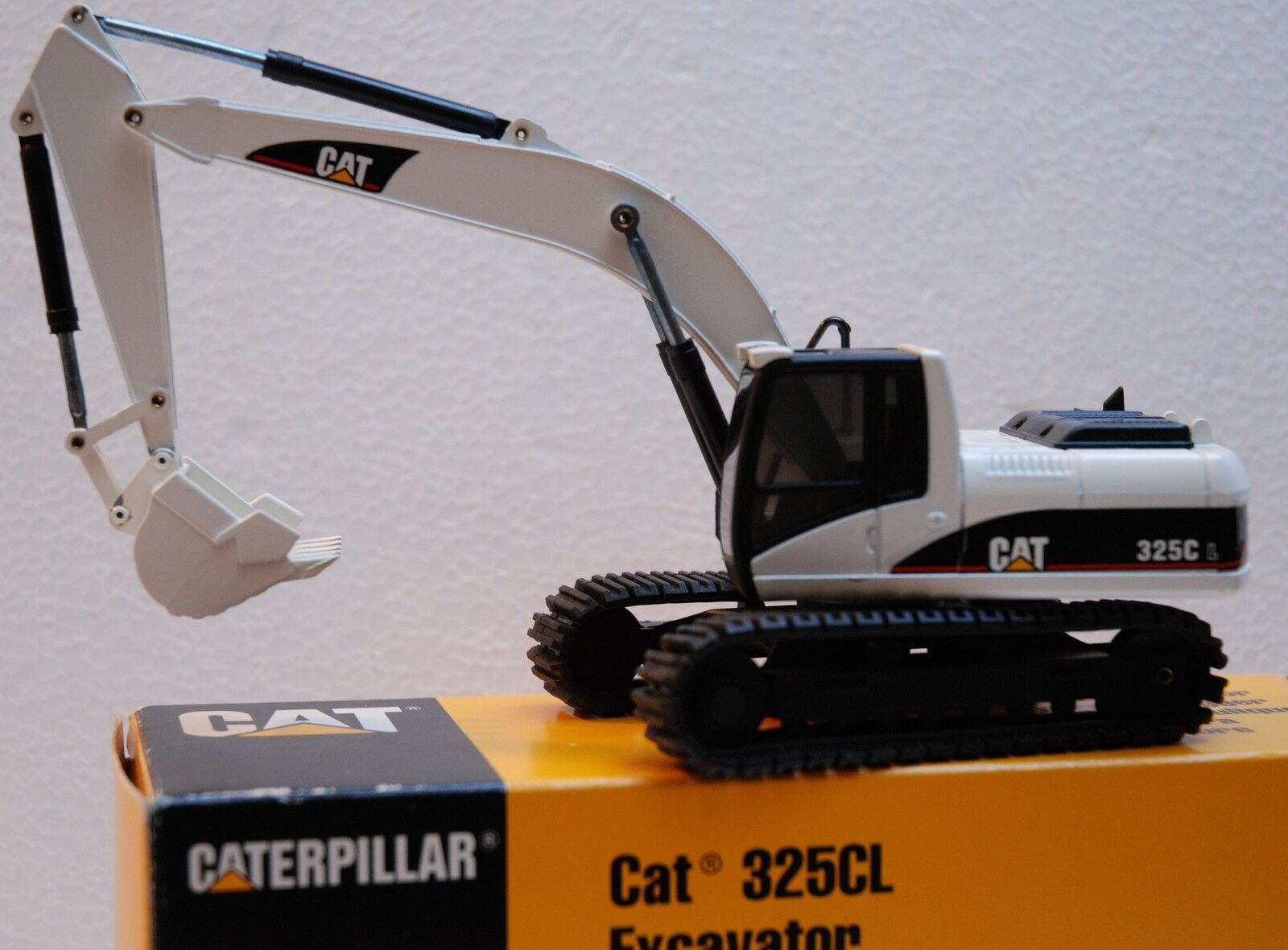 1 50 NZG Excavateur robot d'indexation Cat 325CL Blanc