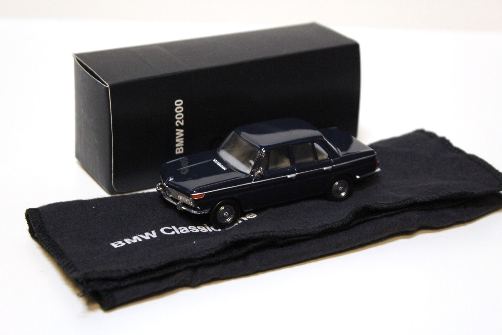 1 43 Schuco BMW 2000 Dark bleu  Classic-Line  Dealer New chez Premium-modelcars