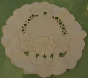 Vintage-White-Round-Embroidered-Floral-Doily