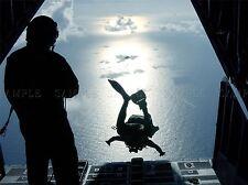 Guerra Ejercito Soldado Pistola Rifle Marina de paracaidismo acrobático Mar cartel impresión bb3417a