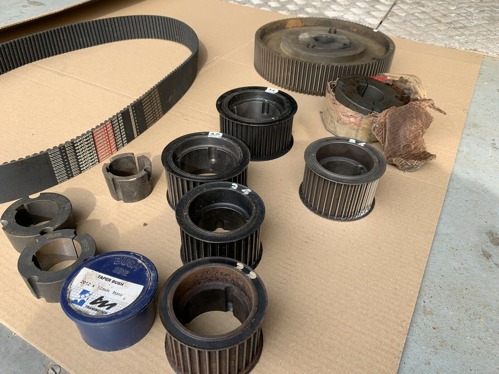 Set of HTD timing pulleys and belt for high power transmission