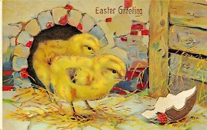 CHICKS-LOOKING-A-BROKEN-GILT-EGG-1910s-EASTER-GREETINGS-BEAUTIFUL-POSTCARD
