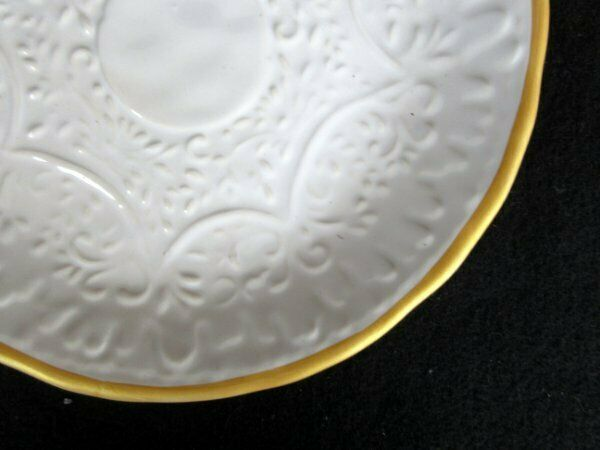 Pottery Barn Soulful Set of 5 Salad Dessert Dessert Dessert Plates Weiß Embossed Floral Gold Ri d0c245