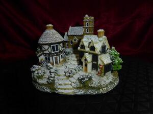 SNOW-COVERED-CHRISTMAS-VILLAGE-Church-House-Roundhouse-LEONARDO-MODEL-ORNAMENT