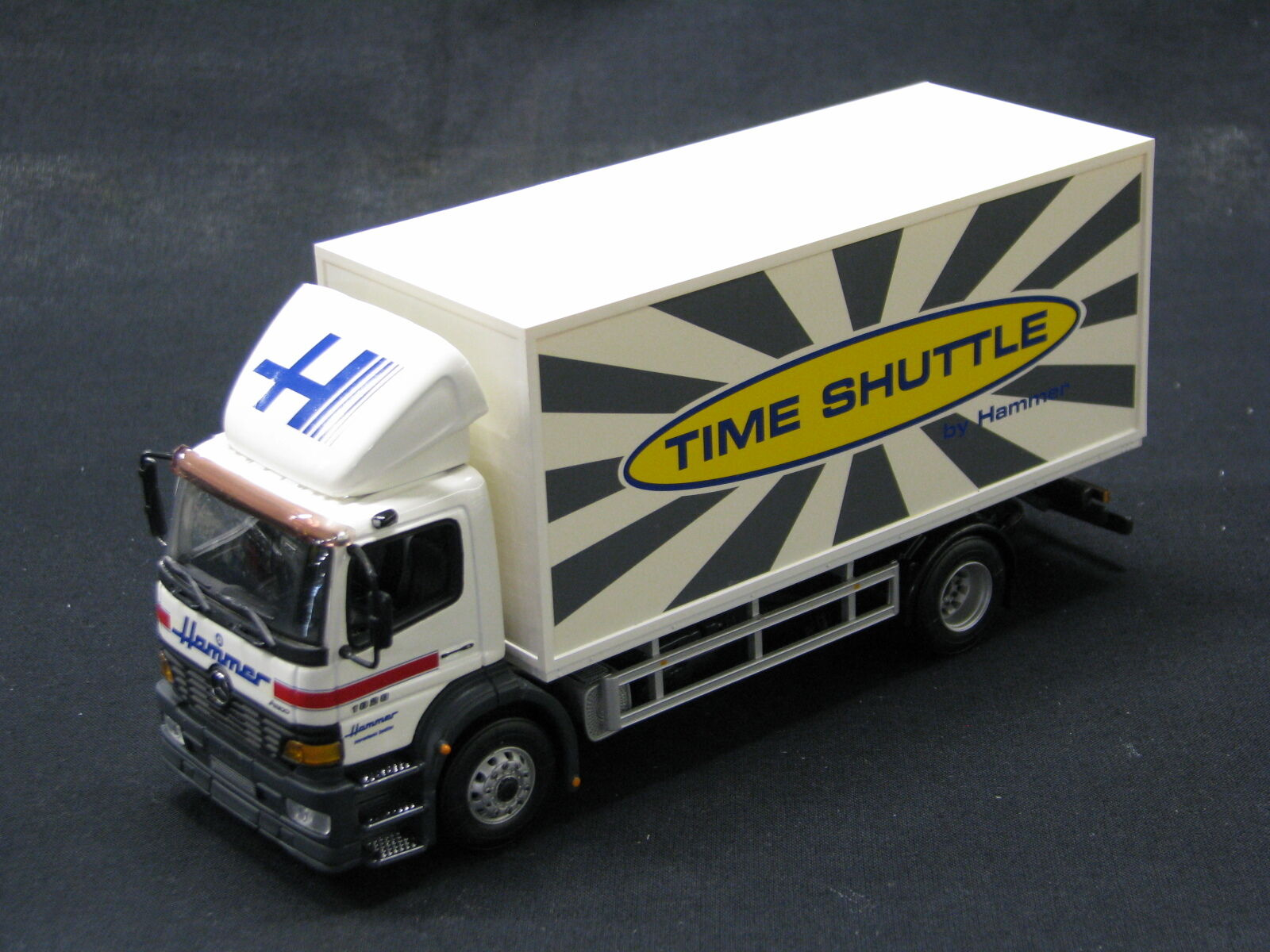 Minichamps Mercedes-Benz Atego 815 1 43  Time Shuttle  (JS)