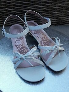 Sonoma Life \u0026 Style white Sandals
