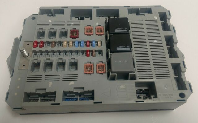 *used* rear fuse box grey for the jaguar xf, xfr part c2z13687
