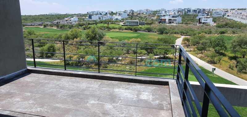 Penthouse con vista a campo de golf y amenidades