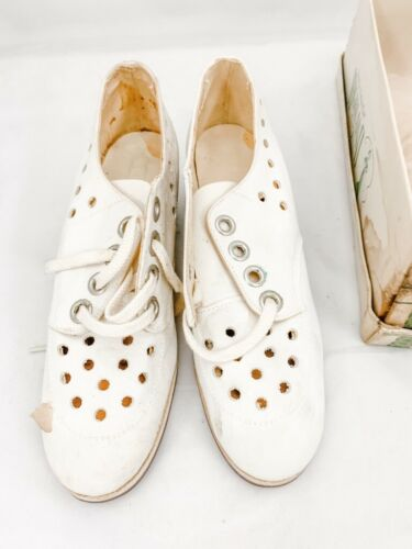 Details about  /1930s Womens Sz 3  VTG Shoes White Oxfords Perforated Leather NOS Highland