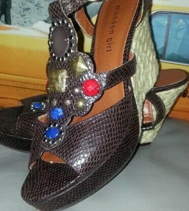 MADDEN GIRL BROWN SNAKE EMBOSSED LEATHER JEWELED SANDAL W STRAW HEEL WEDGES 8.5M