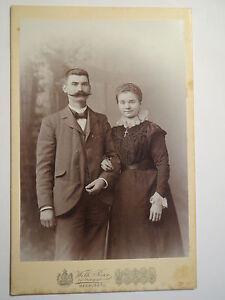 Marburg-a-L-stehendes-Paar-Mann-und-Frau-Portrait-KAB