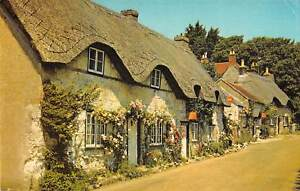 uk7721-old-thatched-cottages-at-Brighstone-isle-of-wight-uk