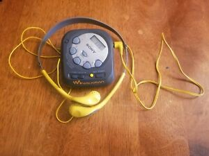 Vintage-Sony-Walkman-CSR-M35-AM-FM-Radio-w-Clock-amp-MDR-W14-Headphones-EXCELLENT