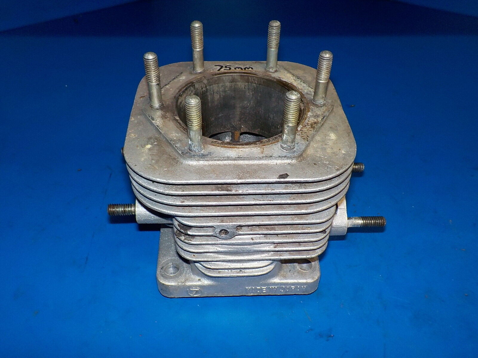 POLARIS CYLINDER VINTAGE EC54 USED , CURRENT BORE IS 75MM , SHOULD HAVE RE-BORE