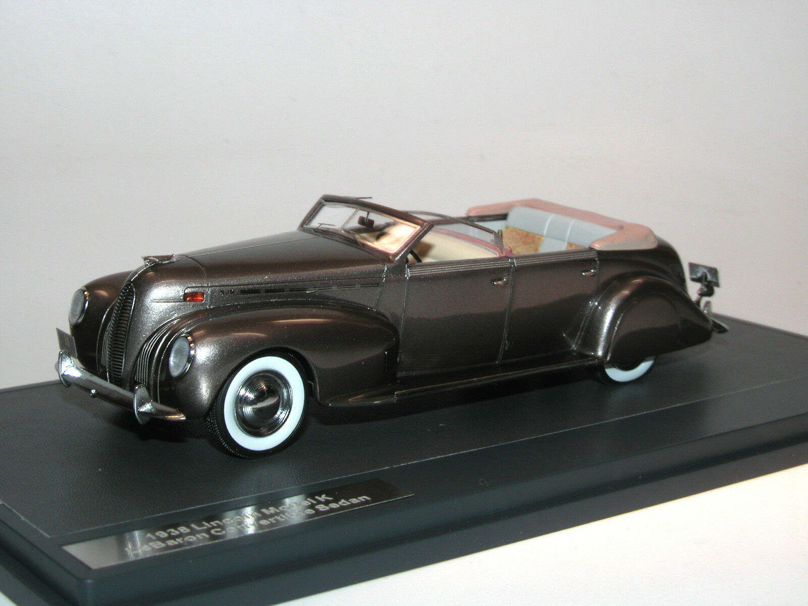 Matrix Scale Models 1938 Lincoln Model K LeBaron Congreenible Sedan 1 43