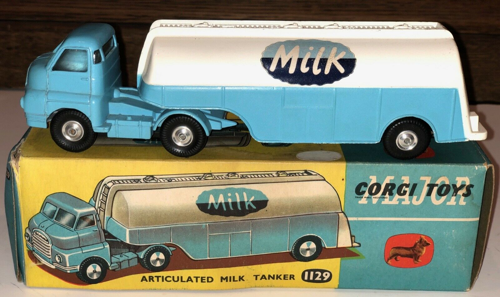 CORGI 1129 Articulated Milk Tanker1960sNear MINT with scatola