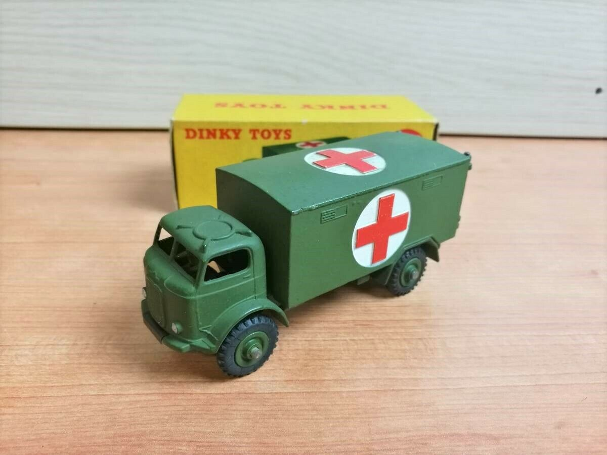 DINKY TOYS 626 MILITARY AMBULANCE MINT