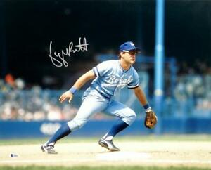 George-Brett-Autographed-KC-Royals-16x20-Color-Fielding-PF-Photo-Beckett-Auth