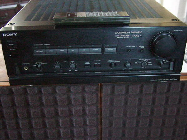 100% Waar Sony Ta-f770es Integrated Stereo Amplifier 220v + Remote Control & Manual Rare