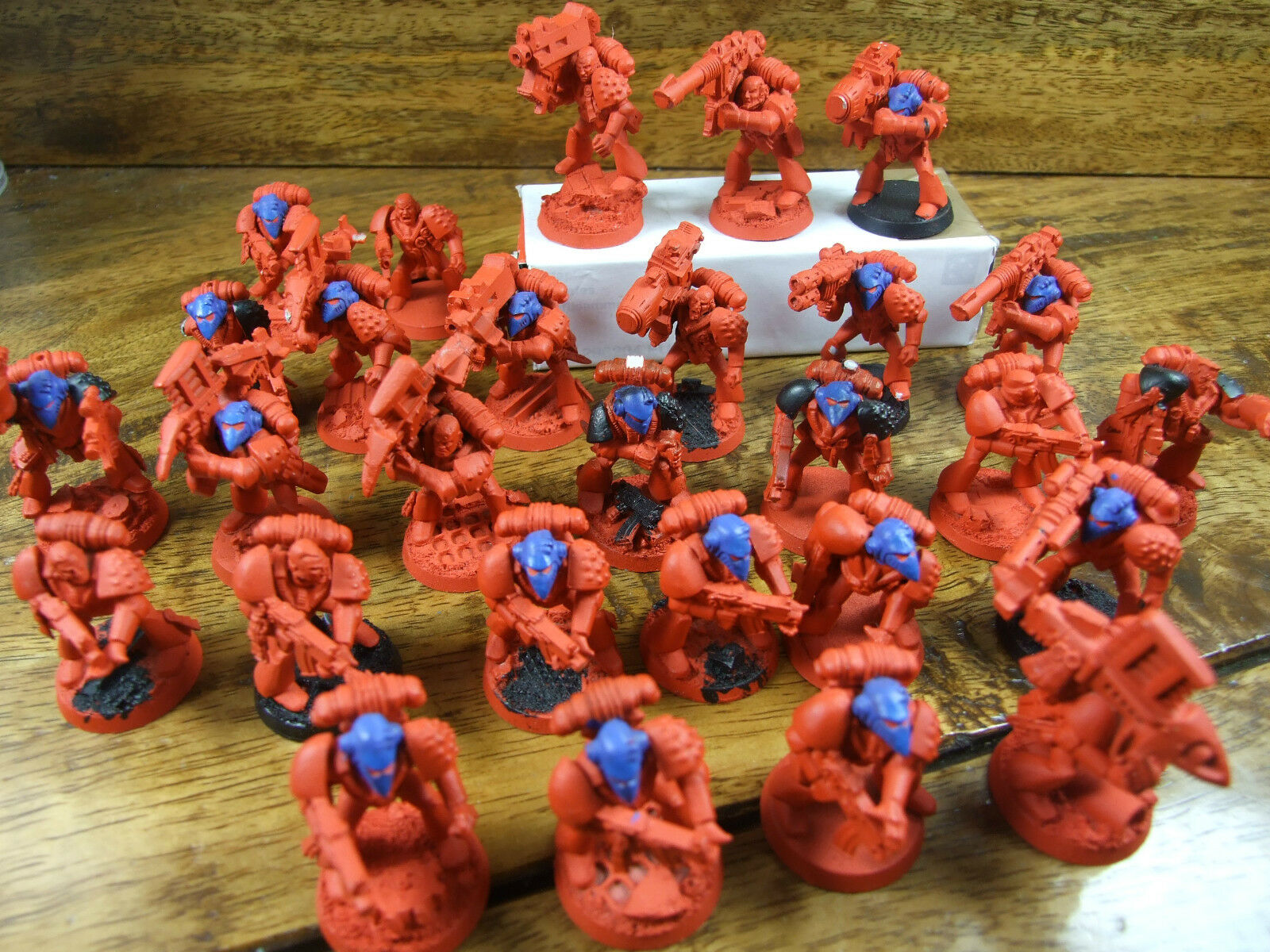 27 CLASSIC PLASTIC RBT01 SPACE MARINES SLIGHTLY CONverdeED PAINTED (931)