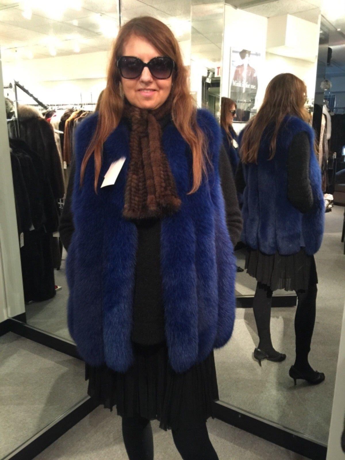 LUXURIOUS BRAND NEW W TAGS BEAUTIFUL NAVY blueE FOX VEST.SIZE S. REG. 3800.00