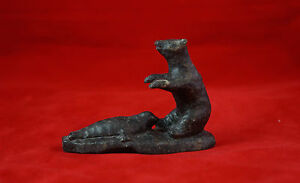 POLAR-BEAR-WITH-SEAL-NANCY-PUKINGRNAK-AUPALUKTUK-BAKER-LAKE-INUIT-SCULPTURE