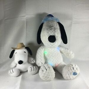 Peanuts-Snoopy-Plush-16-034-Musical-Light-Up-Christmas-Stuffed-Toy-Farmer-Lot-of-2