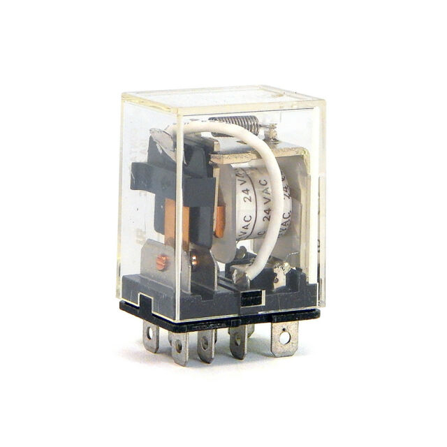 Omron  MJN2CE-DC24 24VDC 8-Pin Side Flange Mount Relay DPDT 10A @ 600V 1YCV6