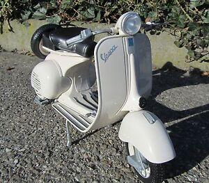 Standmodell-Vespa-1-6-30cm-150-VL1T-Jahr-1955-034-Top-Qualitaet-034-49273