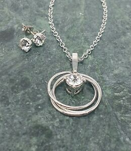 Crystal-Circle-Pendant-Necklace-With-Stud-Earrings