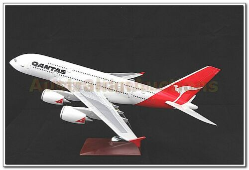 QANTAS A380 AIRBUS LARGE PLANE MODEL ON STAND APX 47cm 1162 SOLID RESIN