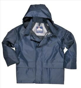 Urban styling, versatility and maximum protection from wet and cold all in one, this H2No® Performance Standard 3-in-1 parka for boys has a waterproof shell with a fleece-lined hood and a zip-out jacket insulated with fill-power Recycled Down (duck and goose down reclaimed from down products).
