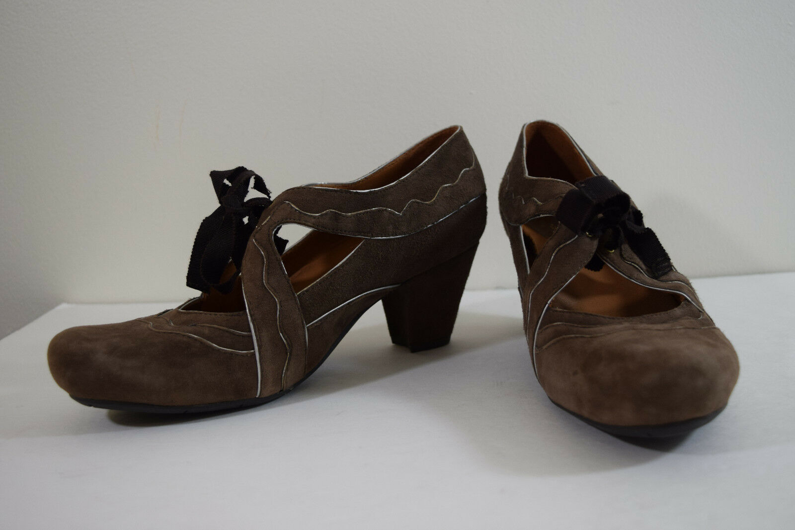 Earthies Damenschuhe Pump Heels 8.5 B Braun Taupe Suede Leder Casual Dress Schuhes