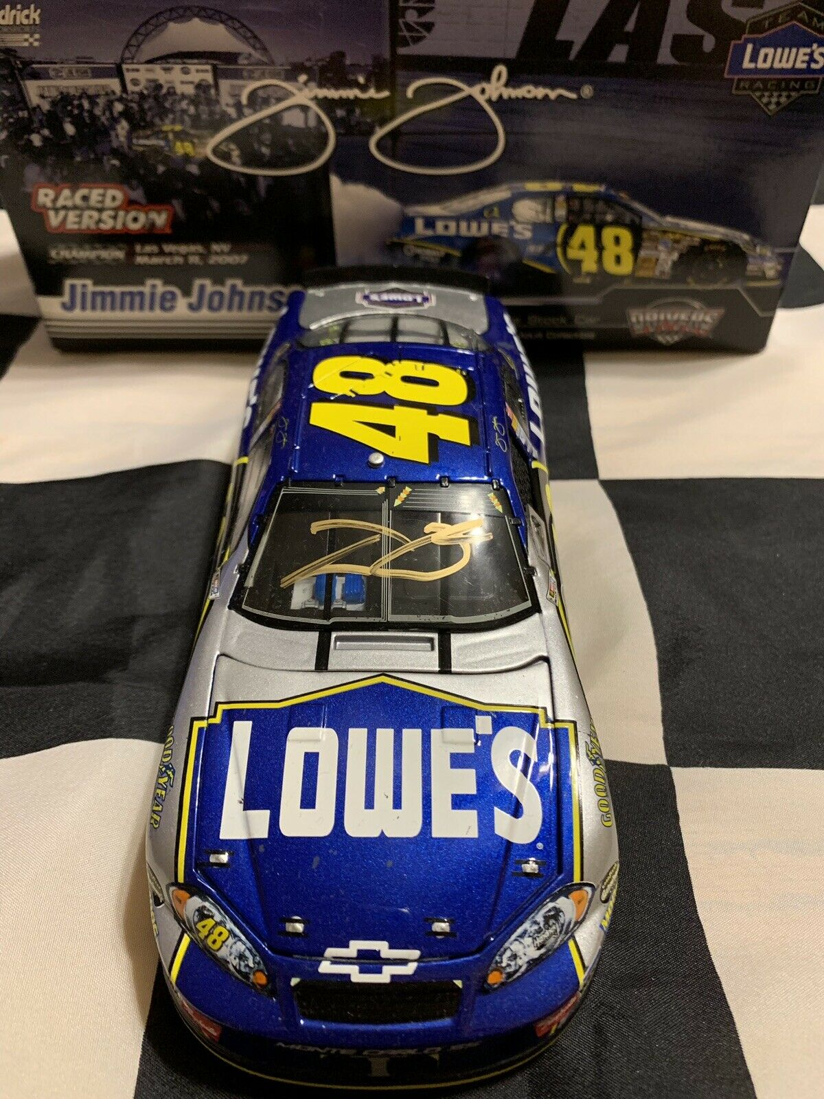 2007 Jimmie Johnson Gold Cargraphed  48 Lowes Vegas Win 1 24