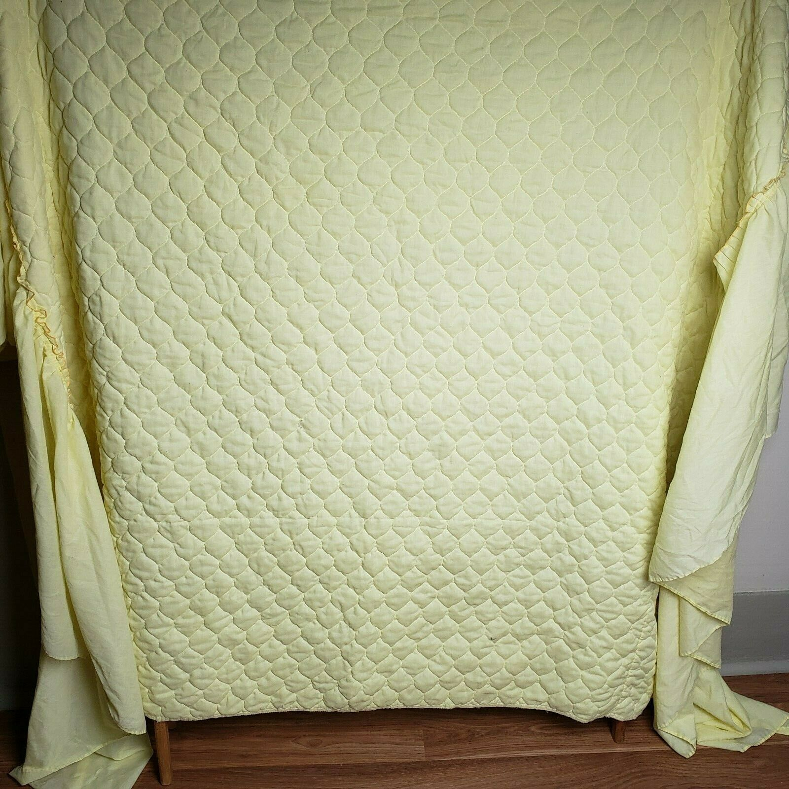 Vintage 70s Quilted Top Twin Bedspread Bed Cover Sunshine Gelb Built-in Skirt