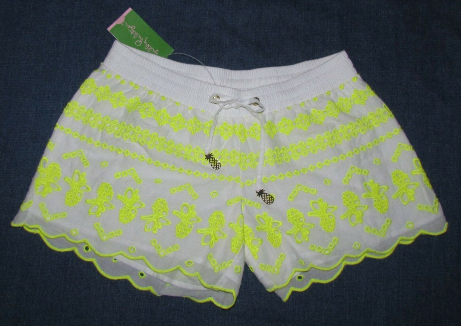 NEW LILLY PULITZER  RESORT BAYBREEZE EMBROIDERED PINEAPPLE SHORTS SZ XS