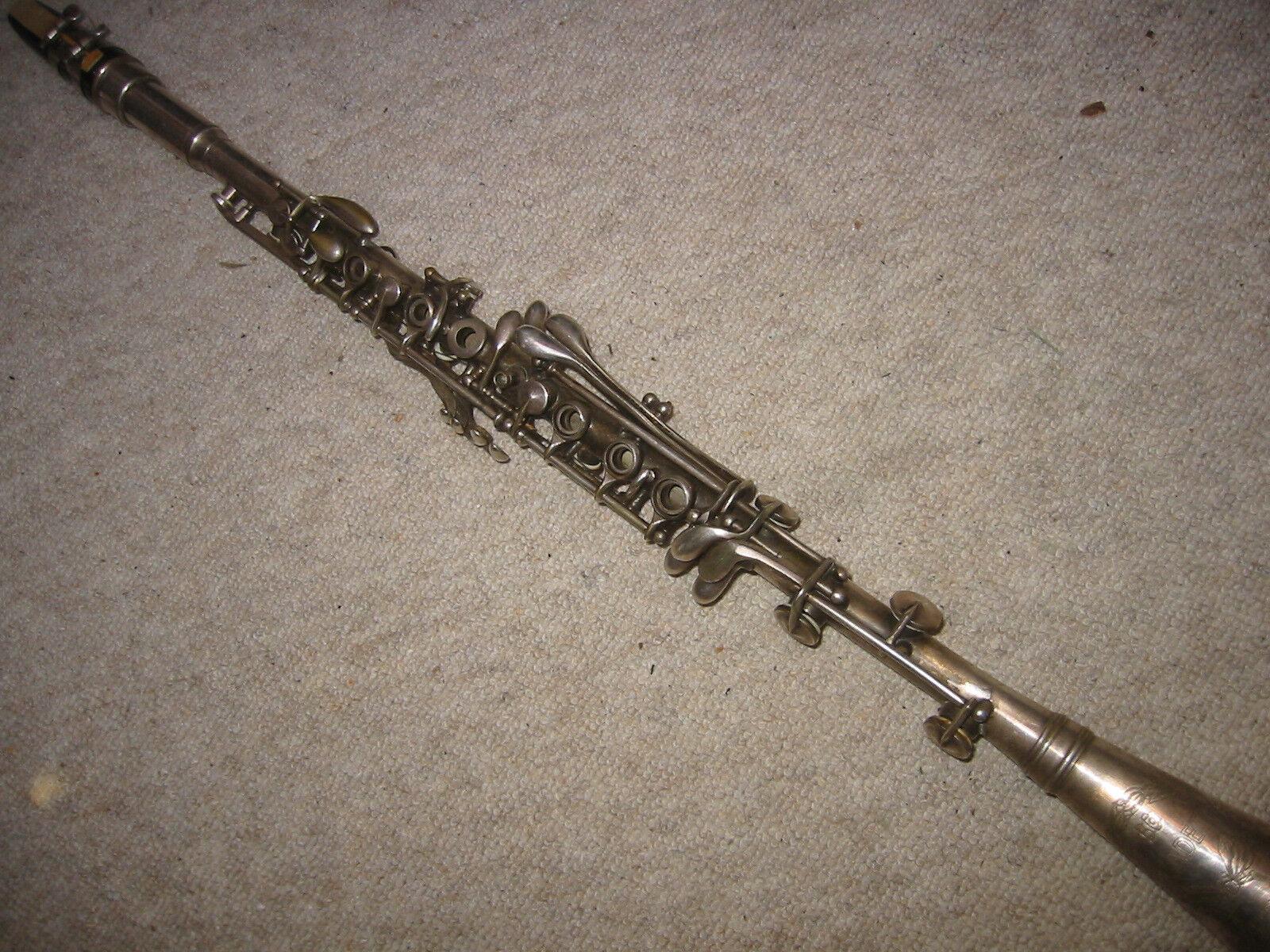 Buen viejo clarinete de metal    Cadete BC co   nuevo sádico