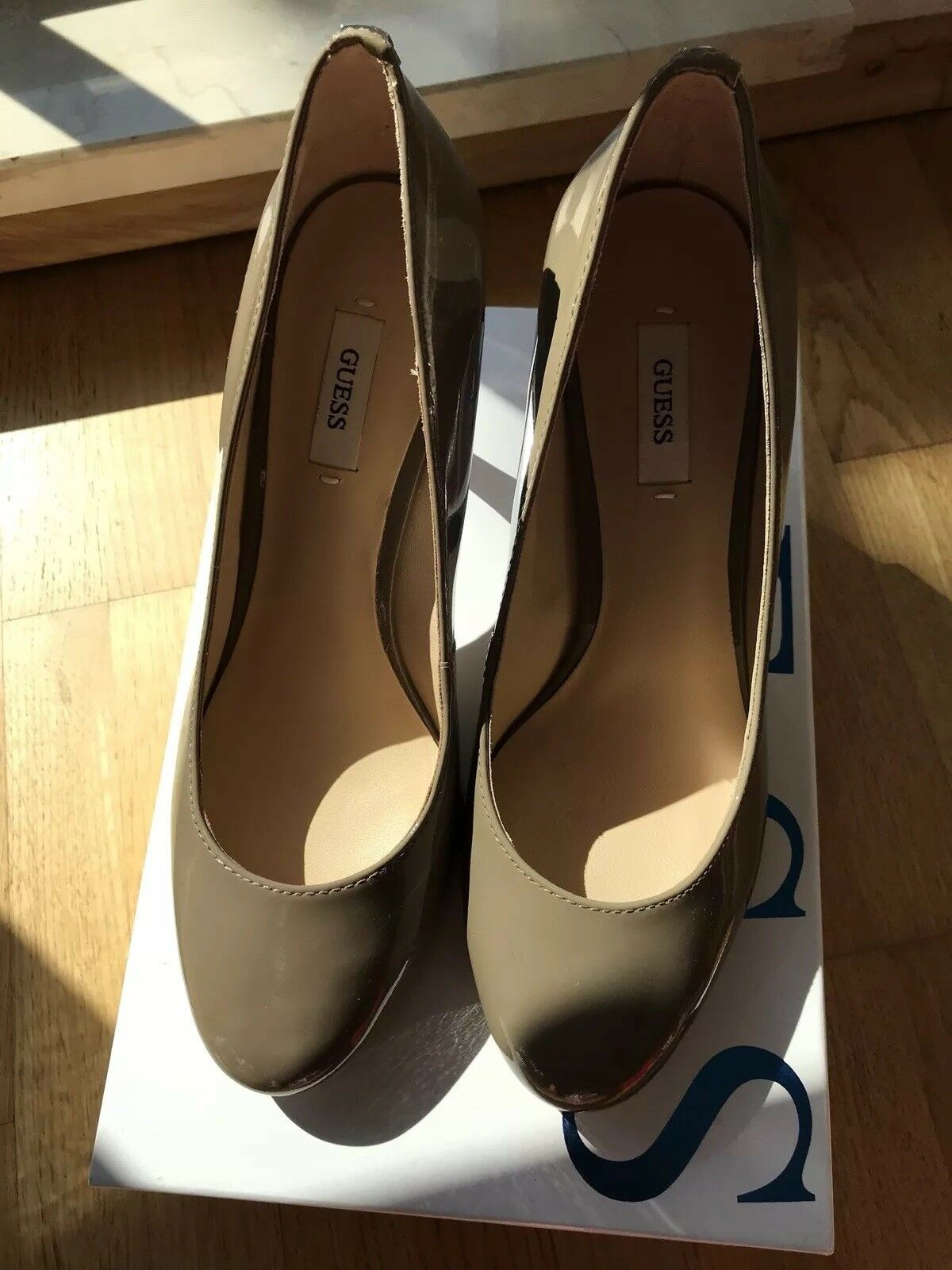 NEU GUESS Lack-Pumps  Taupe Taupe Taupe  Gr. 38  NP 150 Euro 450c95