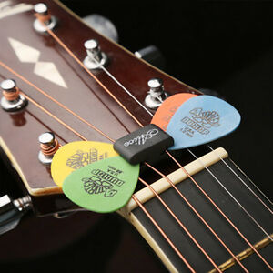 new classic guitar head stock pick holder rubber with 4 free picks guitar pick t ebay. Black Bedroom Furniture Sets. Home Design Ideas
