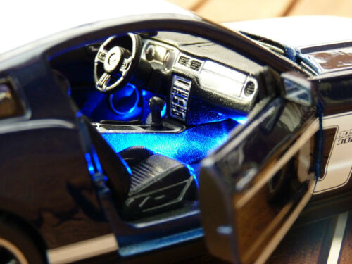 FORD MUSTANG BOSS 302 1:24 MIT LED-BELEUCHTUNG MAISTO XENON