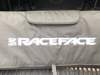 "Tailgate Pad-RaceFace Tailgate Pad 61/"" Noir LG//XL-Tailgate Pad"