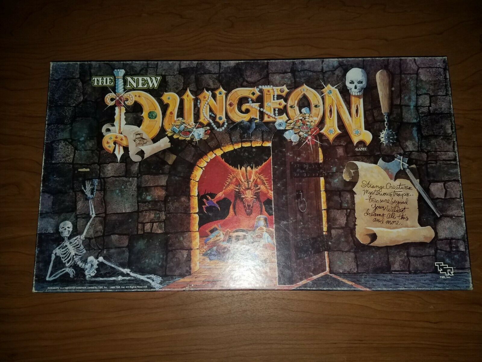 TSR  Vintage Boardgame - THE NEW DUNGEON ; complete with all minis