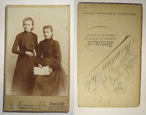 Berlin-1904-Zwei-Maedchen-im-Kleid-Portrait-CDV