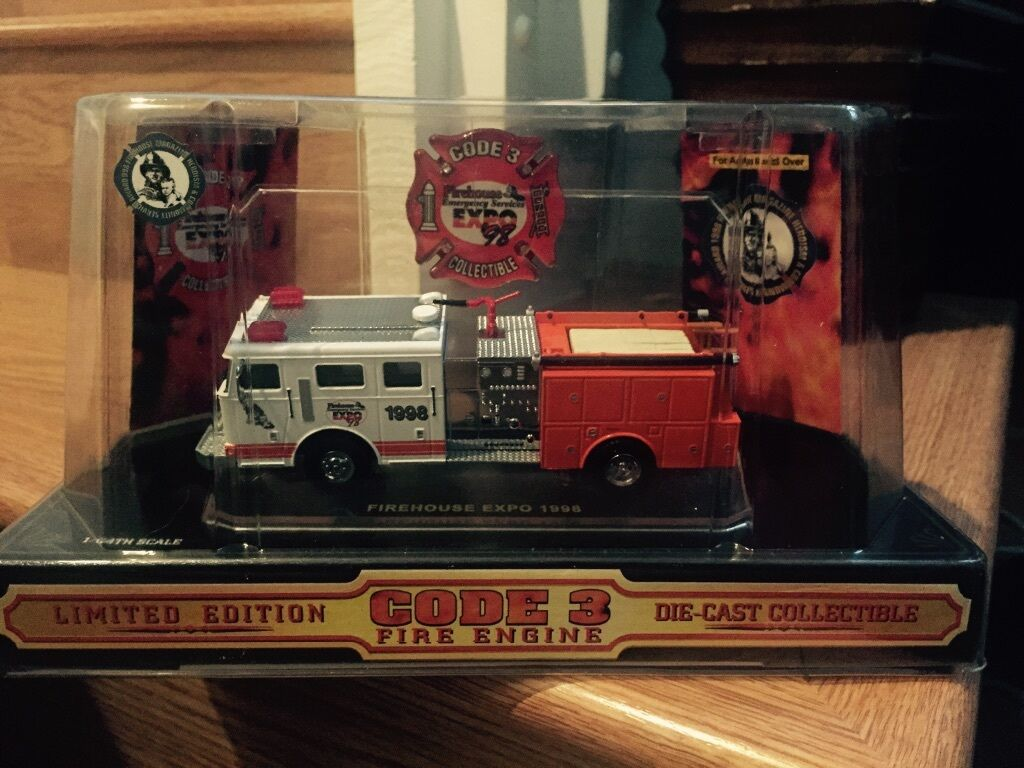 Limited Edition Code 3 3 3 Fire Engine -From Firehouse EMS Expo 1998 f0701c