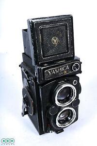 Yashica-Mat-124G-Medium-Format-TLR-Camera